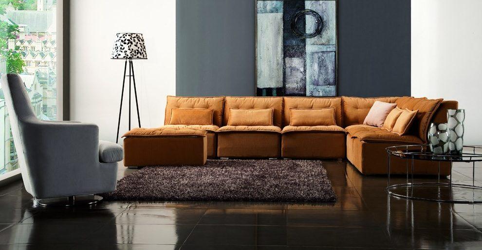 sof de tela lleno de color